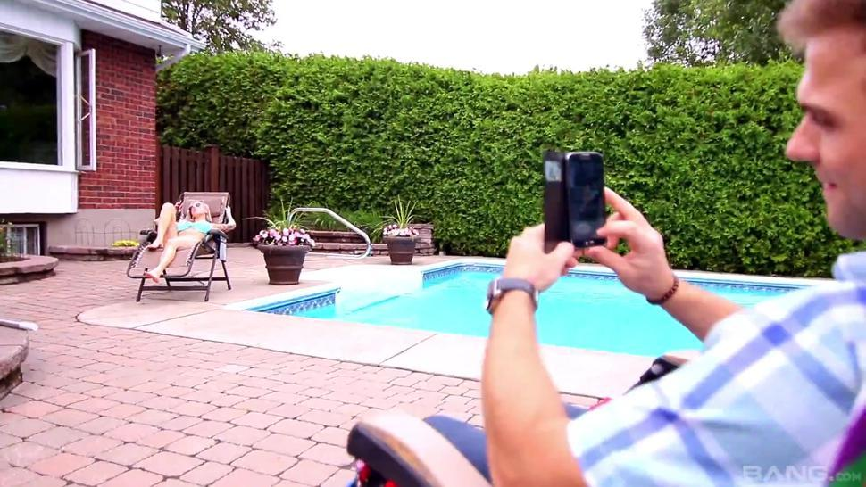Vyxen Steel Squirts By The Pool