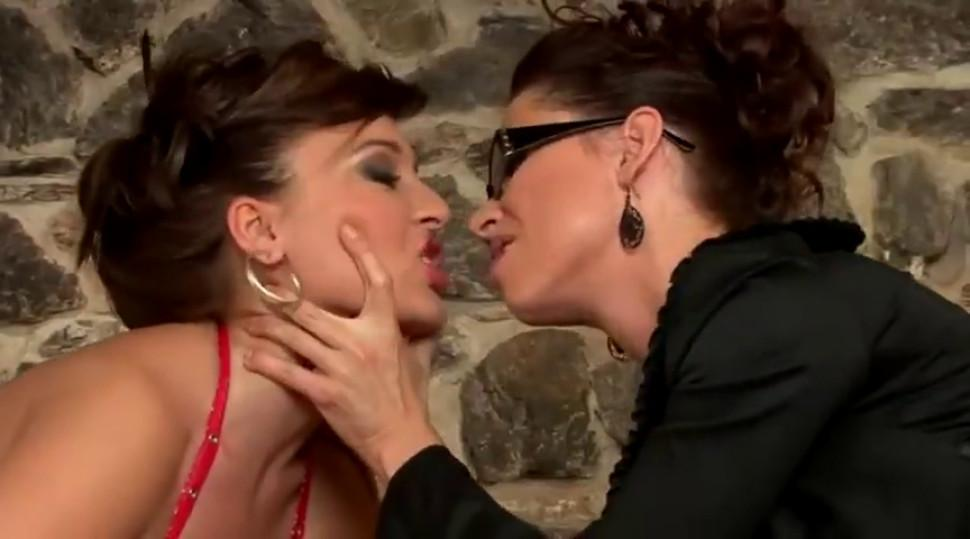 Facesitting female domination bdsm