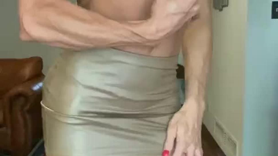 Gorgeous 6ft Amazon fbb cam show in short skirt w/ bonus pillow scissoring