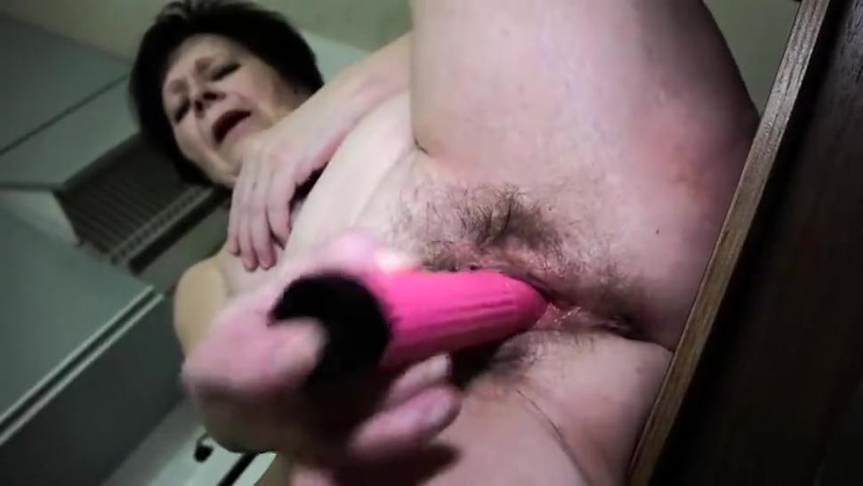 Hd/masturbate vibrator with mature old