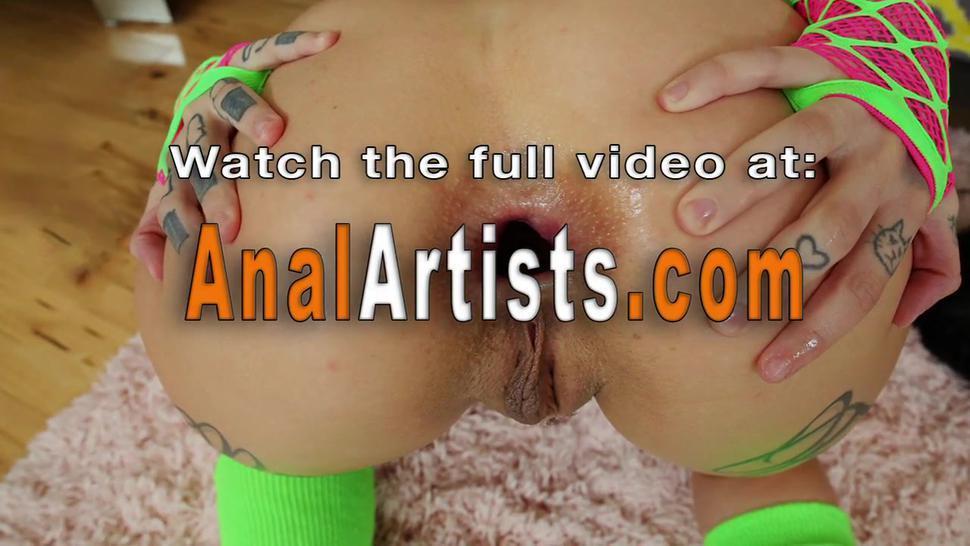 Anal hottie gaping her ass