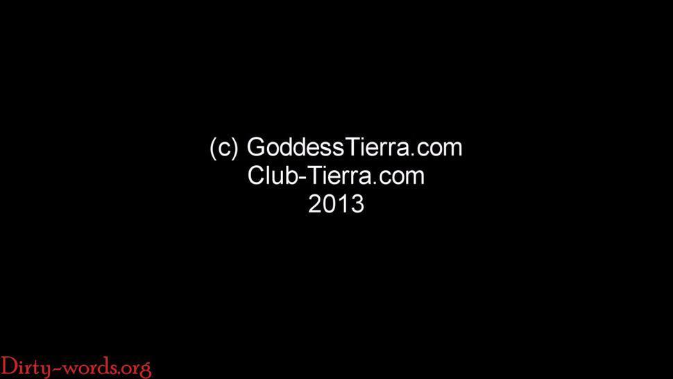 Up skirt teasing ebony goddess -T