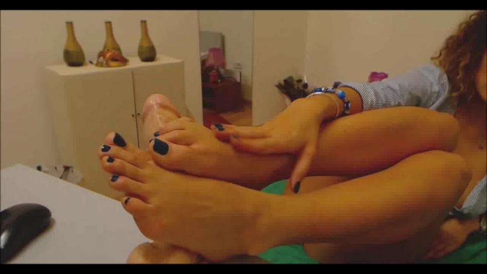 CAMDAZZLE - Creamy Foot Fetish Webcam Chat Show