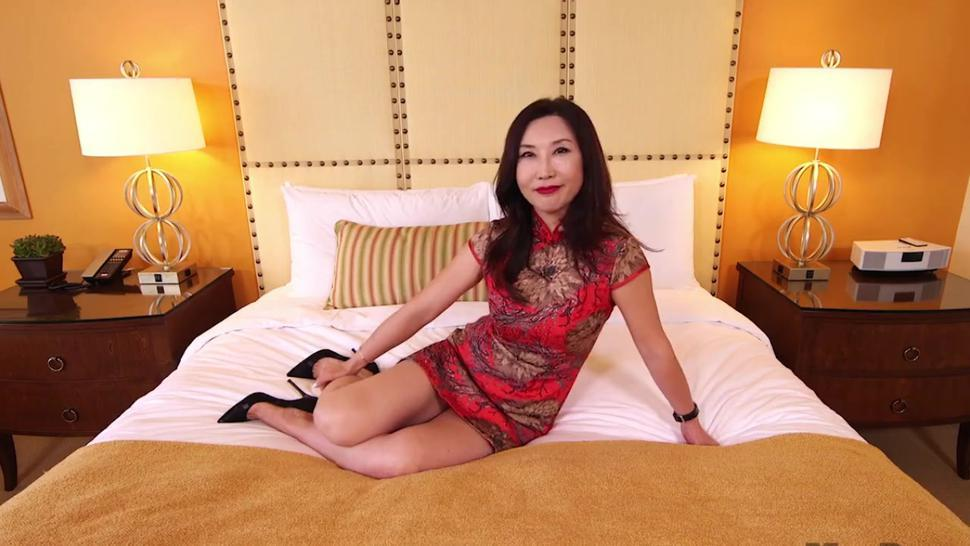 Sexy asian MILF cheating husband in hotel room.mp4