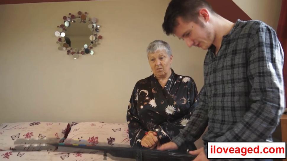 Sams Big Dick Squirted a Amount of Jizz on Old Woman Savana