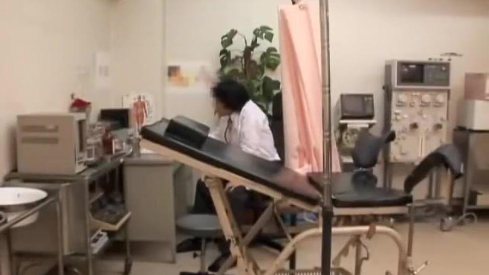 Virgin pussy is fingered very rough at the japanese clinic