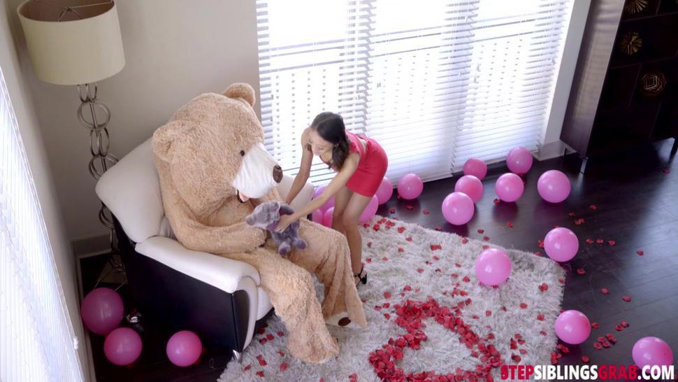 Jasmine Grey On Stepbro Bear