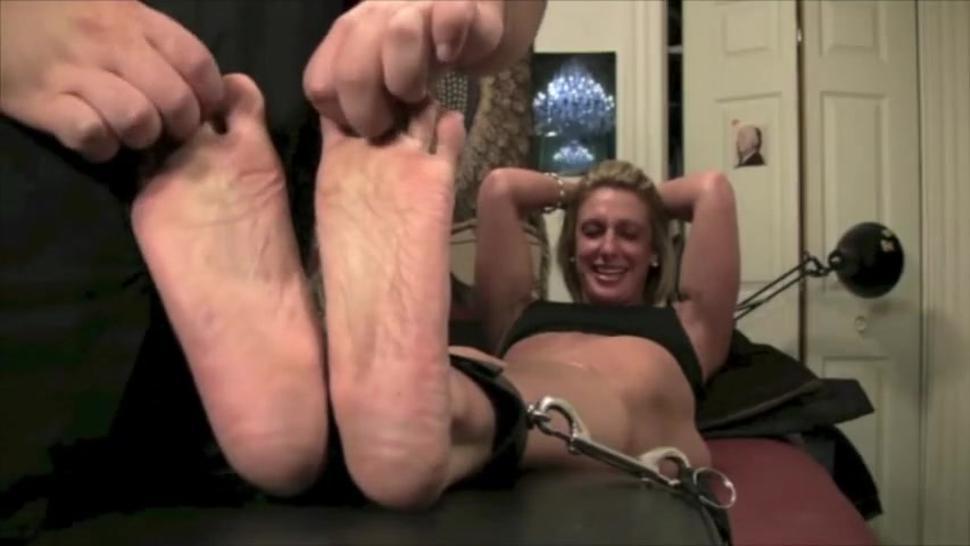 Donna Body Builder Feet Tickled