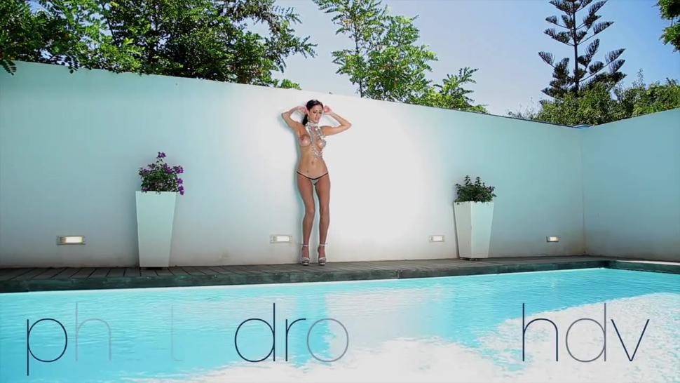Naked Girl At The Poolside - Ella Mai