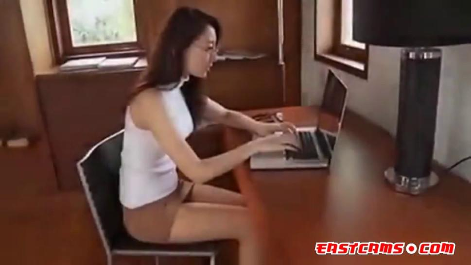 Hot asian Andromeda Only tease Pantyhose - video 3