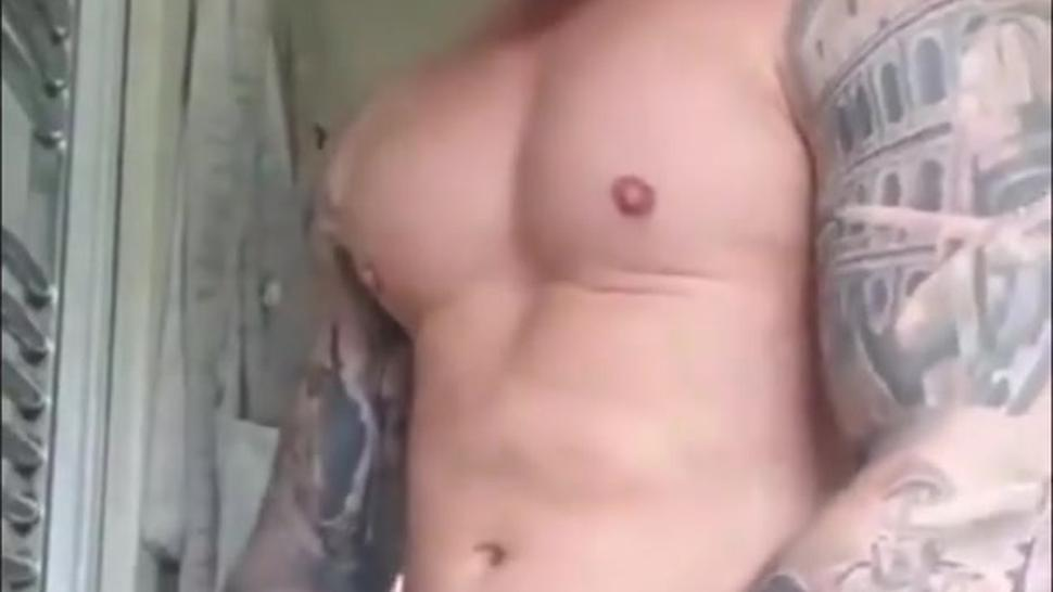 Tattooed muscle Solo wank too camera