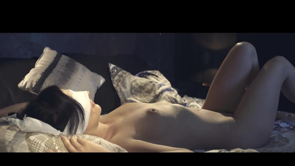 3 GIRLS HAVINNG SEX IN A BEAUTIFUL PLACE ANAL
