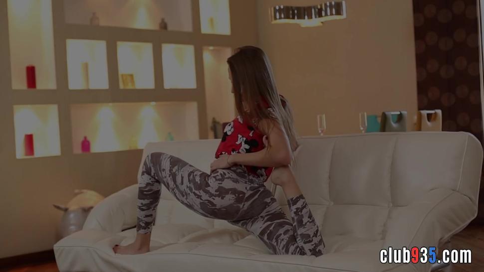 Flexible teen enjoying hardcore fucking