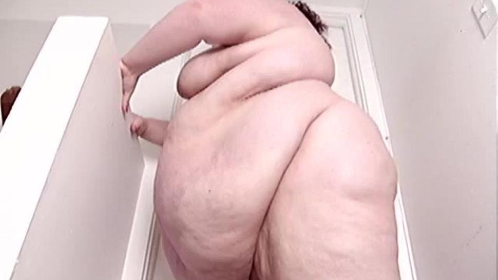 SSBBW jiggles and makes her Fat Hanging Belly Clap