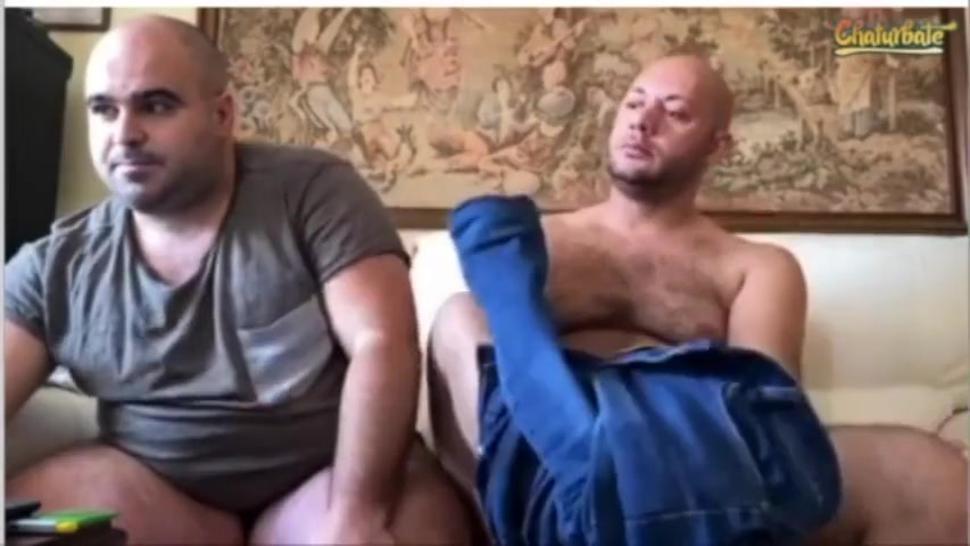2 hairy bears blowjob