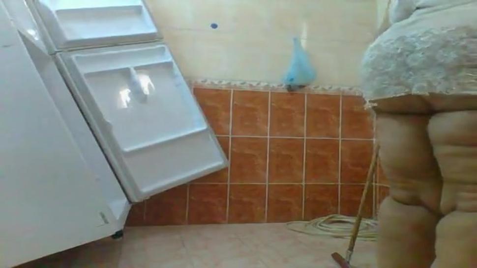 Arab Bbw amateur cleaning around