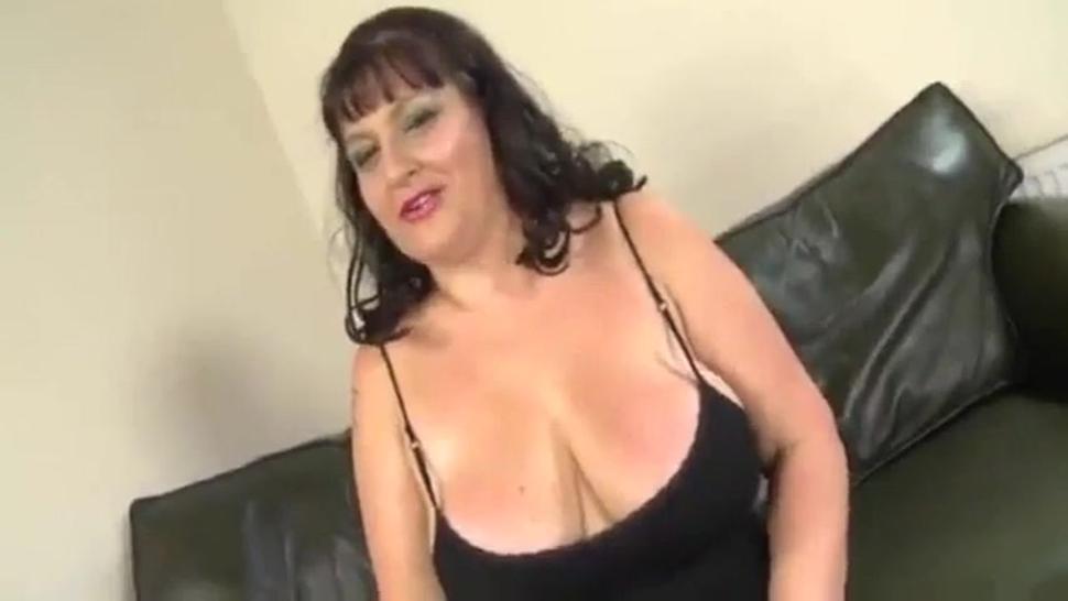 Nicoletta sexy italian bbw mature cheat her husband with black