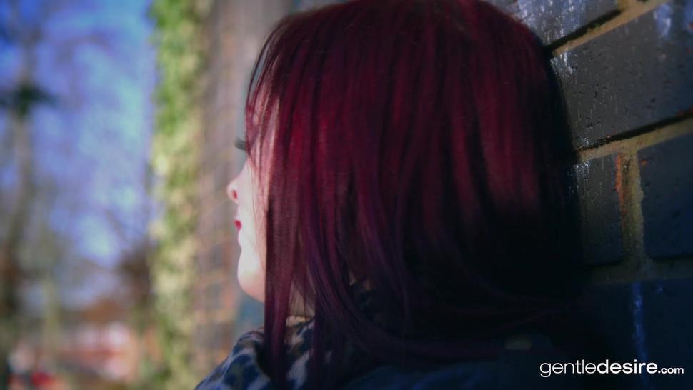 Natural Curvy Redhead Jaye Rose
