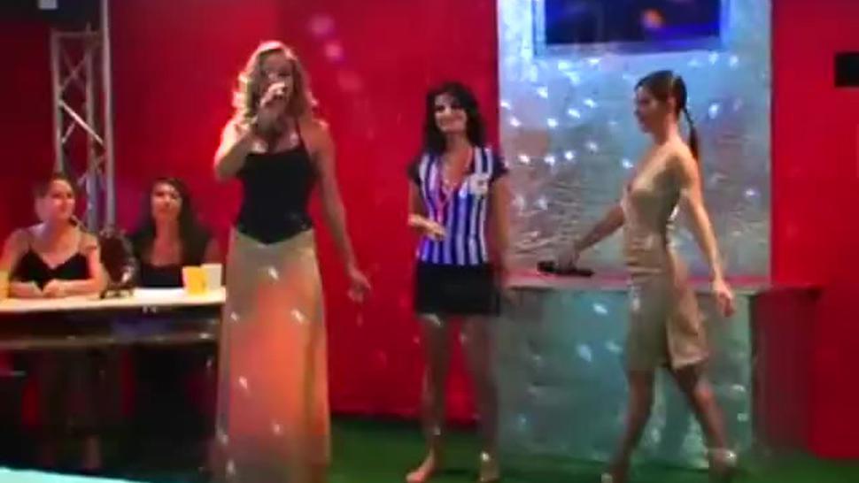 Girls catfight club gel wrestling
