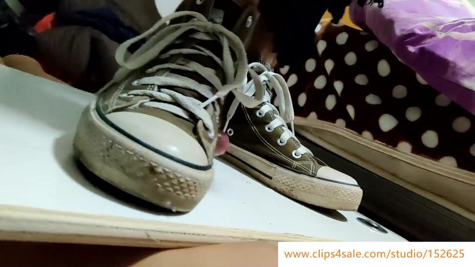 Chinese girl canvas shoes brutal dick trampling cock box shoejob ???????????J?????