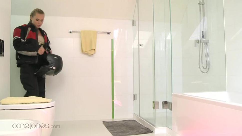 Zuzana And Her Bf Have Sex In Bathroom - Zuzana Z