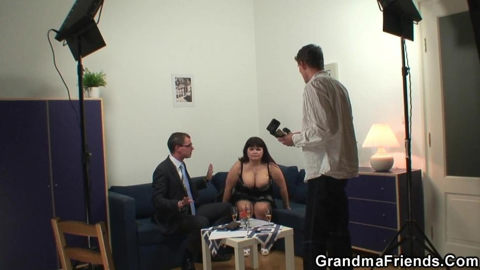 GRANDMA FRIENDS - Busty granma swallows two cocks after photosession
