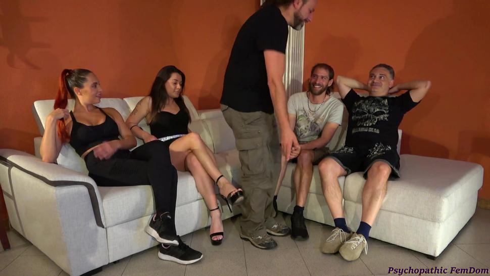 Padrona Italiana Tortura Sensualmente il Suo Schiavo Sborrata Sulle Mani FemDom Dialoghi Italiano