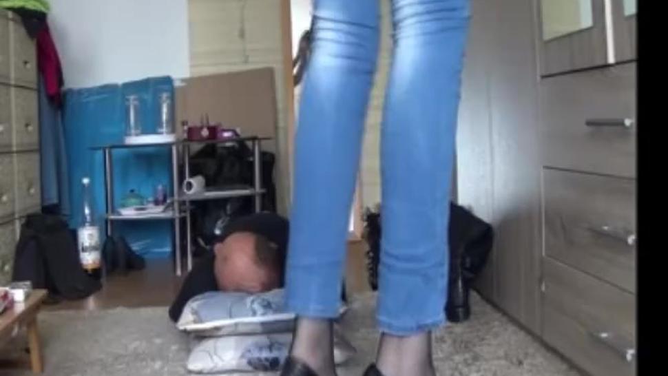 Facesitting 8/10 mature woman 182 cm, 80 kg