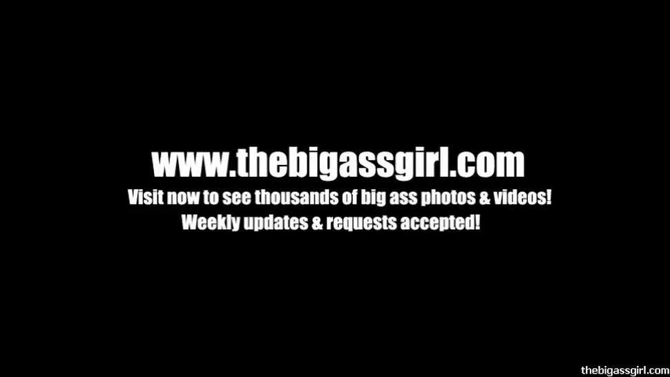 TheBigAssGirl - Booty Clapping in Blue Thong