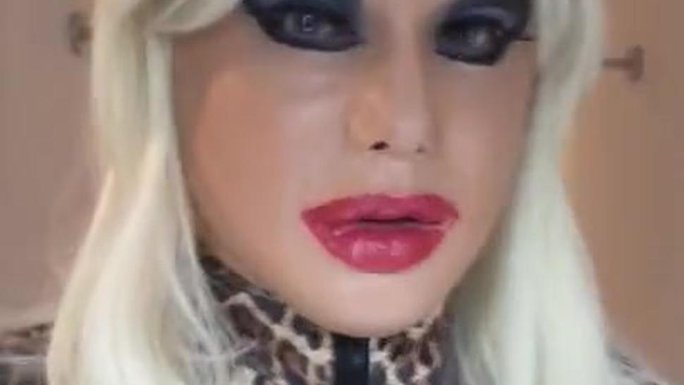 Kayleigh's Closeup (female mask, crossdressing, transvestite, bodysuit, big lips, pantyhose)