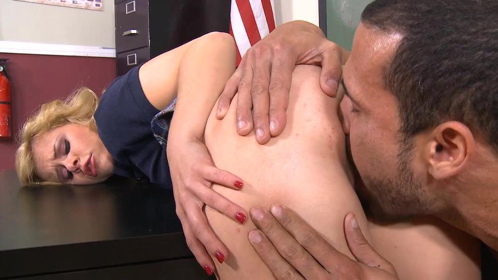 Sexual blonde elizabeth bentley gives phallus a nice sucking