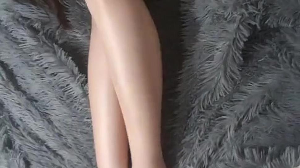 Long chinese legs, feet and shaved pussy