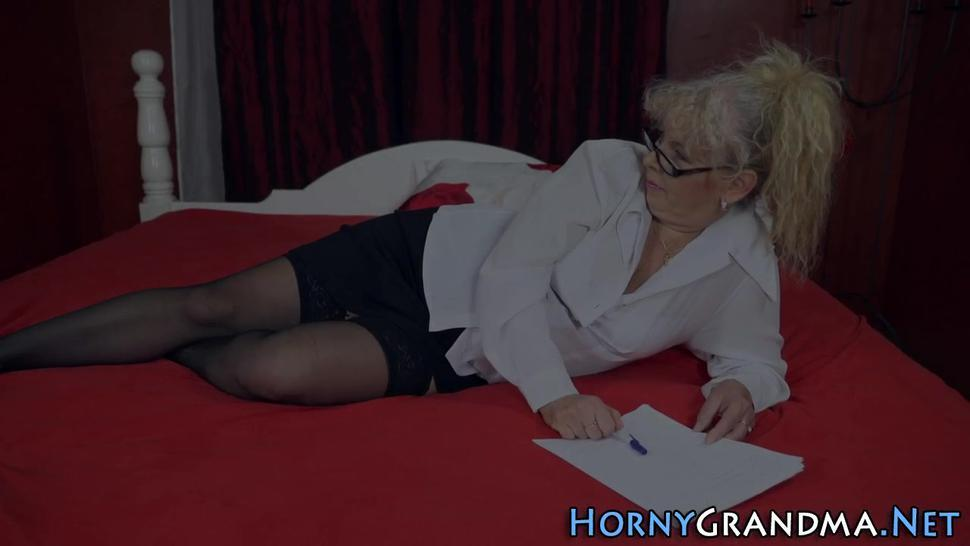 Stockinged old tart with big ass blows
