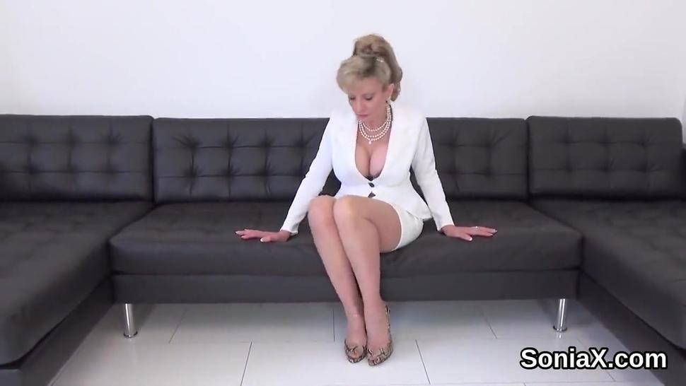 Unfaithful uk milf gill ellis flaunts her huge breasts