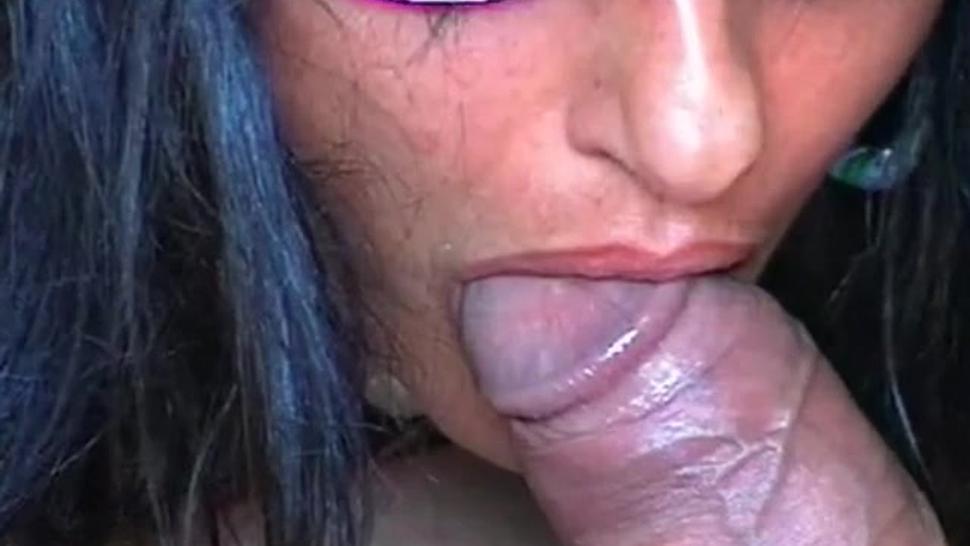 mature brunette sucks