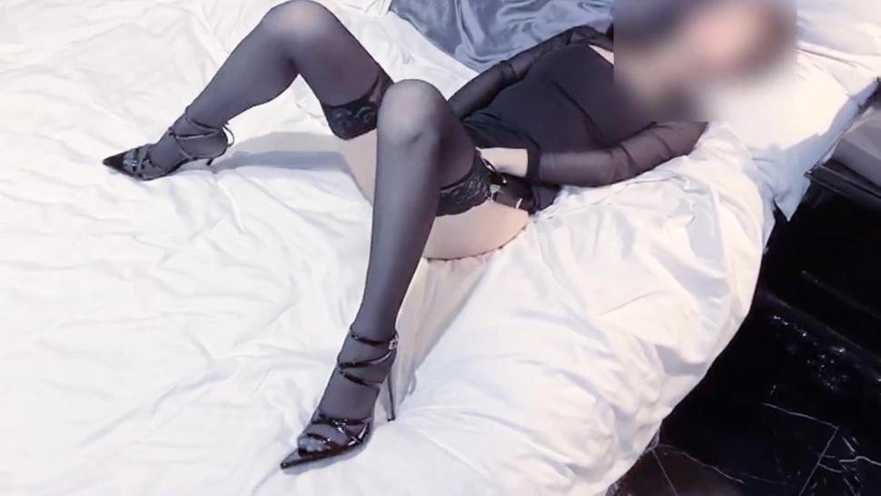 tiny asia slut wearing pantyhose and upskirt msturbate by sextoy