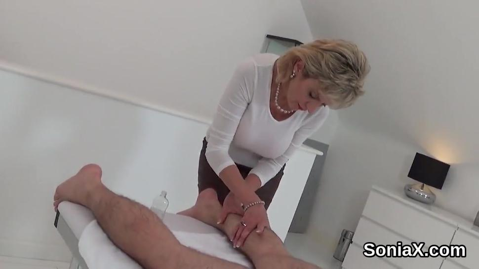 Unfaithful british milf lady sonia shows off her heavy puppies