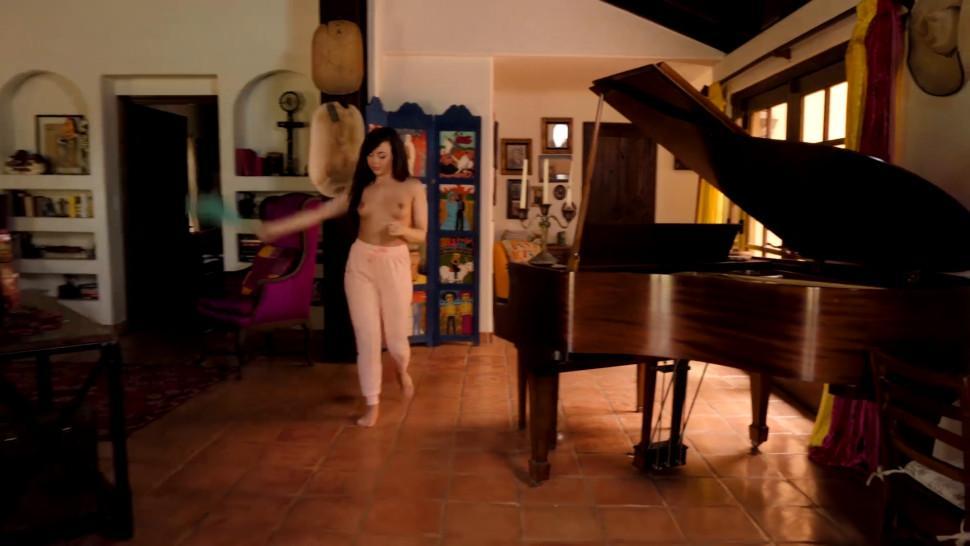 When Girls Play - Veronica Rodriguez Vienna Black - Glitter Bomb