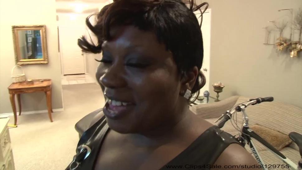 Mature Ebony BBW Gets Ass Fucked Again
