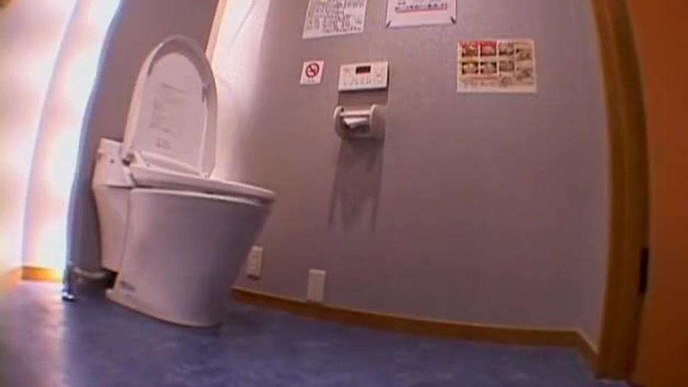Leggy Japanese bimbo gets banged rough in the toilet