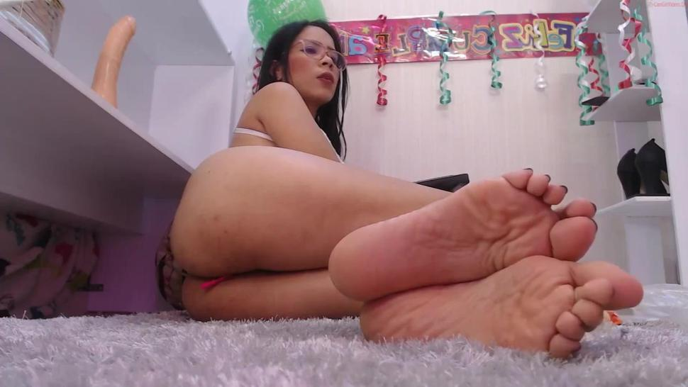 Violet's sexy toes & oily soles