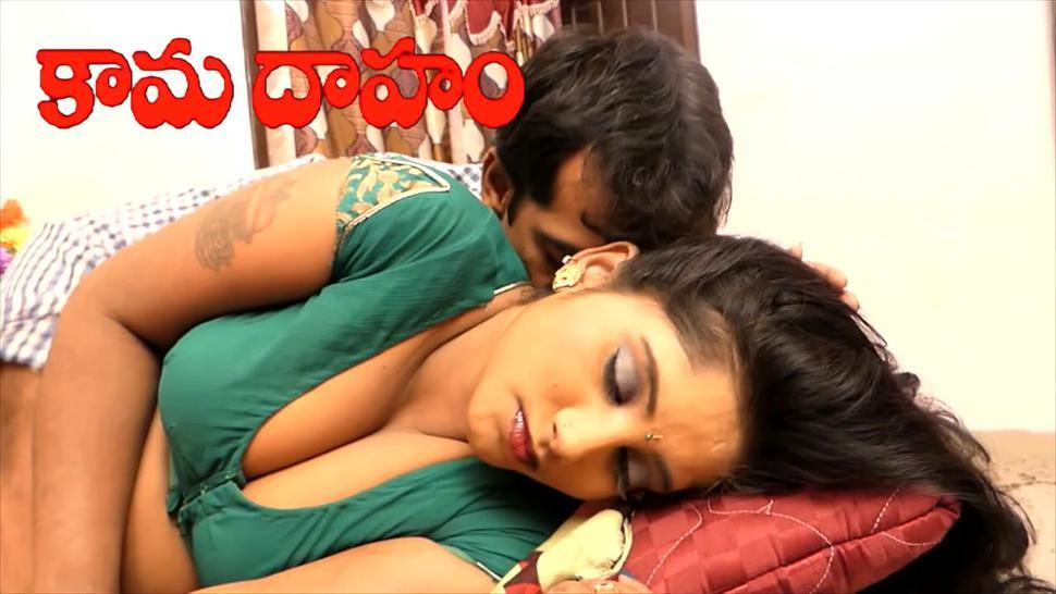 Hot desi shortfilm 665- Divya navel & tits kissed, cleavage show in blouse