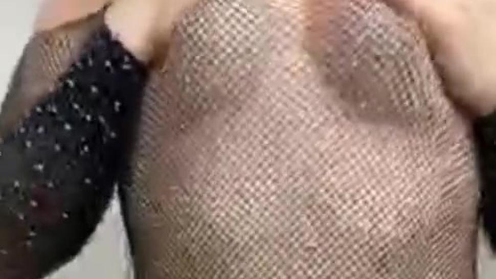@thequeenjayda usa ropa transparente y baila por Periscope