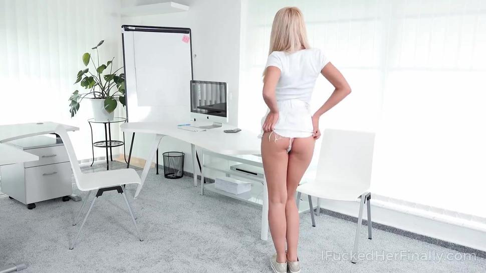 I Fucked Her Finally - Hot blonde satisfies a cameraman to get a big role