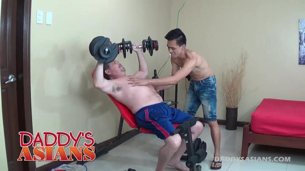 Daddy Barebacks Asian Boy Argie