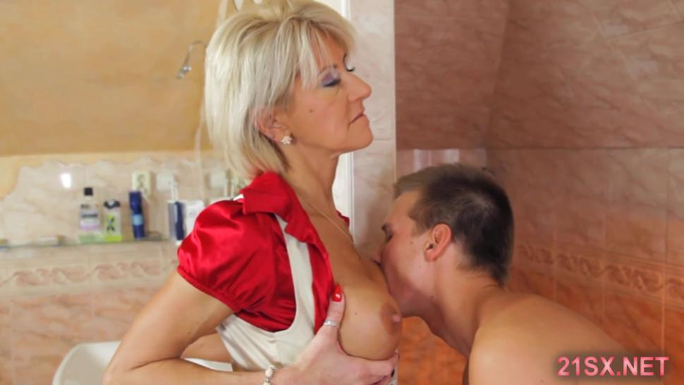 Busty blonde MILF is in dick-riding mood