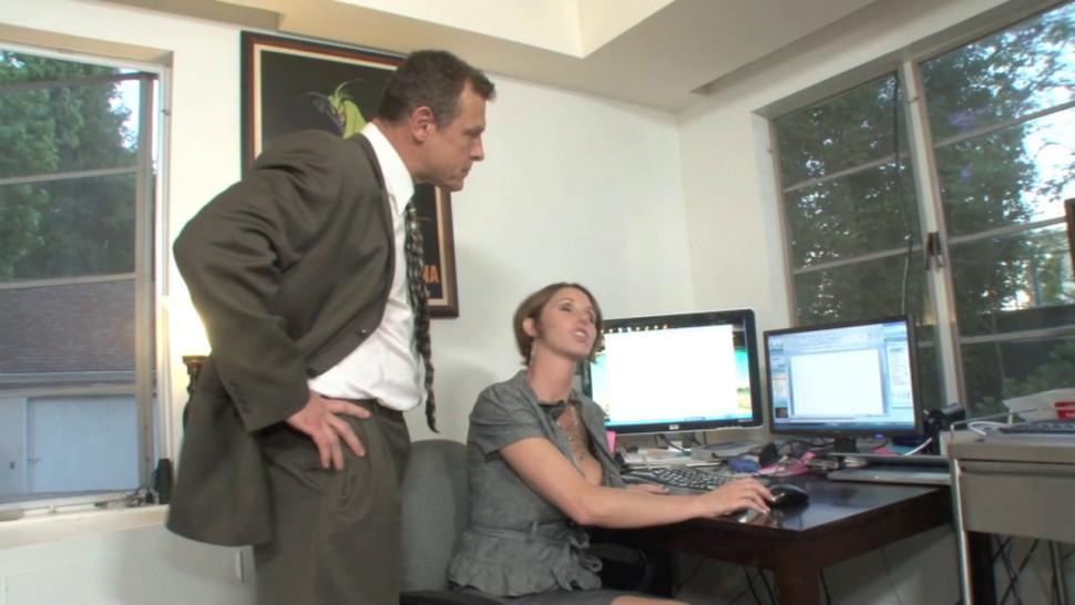 russian big boss screwes sexy secretarymp4