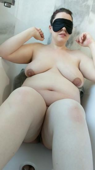 7 Months Pregnant Wife Gets Pissed and Cummed on