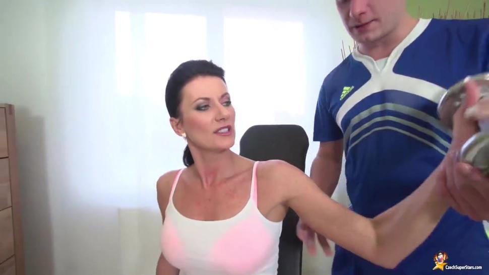 Sex with the coach makes MILF's workout much better