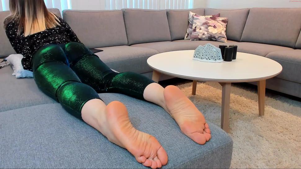 kerryjoy bubble  sexy hot ass booty in green leggins flex clap twerk lying down